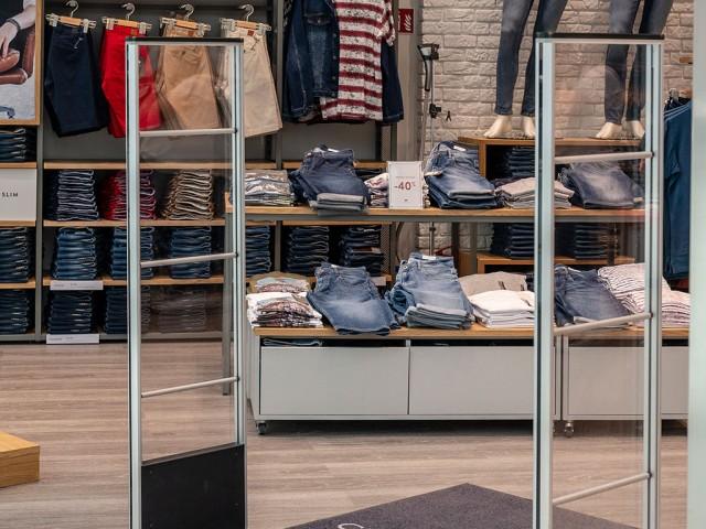 O-POSNANIA-Cross-Jeans-(3)
